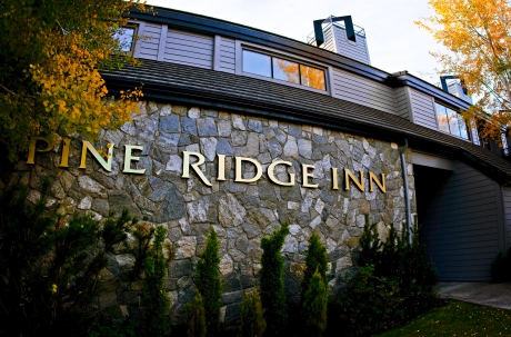 pine ridge inn bend oregon bed and breakfast unique inns. Black Bedroom Furniture Sets. Home Design Ideas