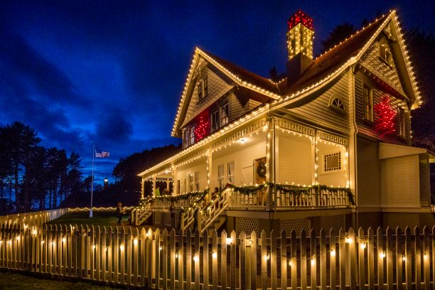 Attend Heceta Head Lighthouse S Annual Victorian Christmas Open House Trip Ideas Unique Inns